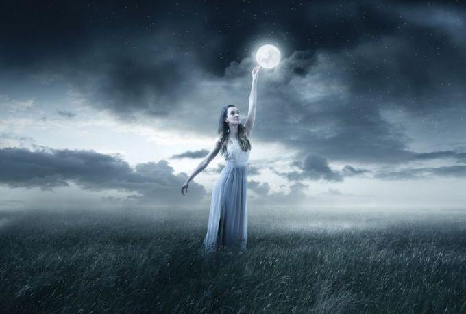 MoonWoman_